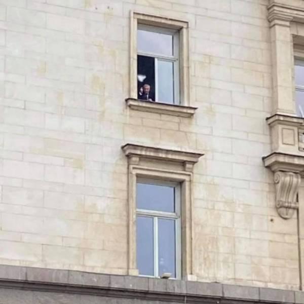 Валери Симеонов размаха среден пръст на протестиращите ресторантьори